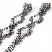 Tracce Cometa Earrings - Black. 2